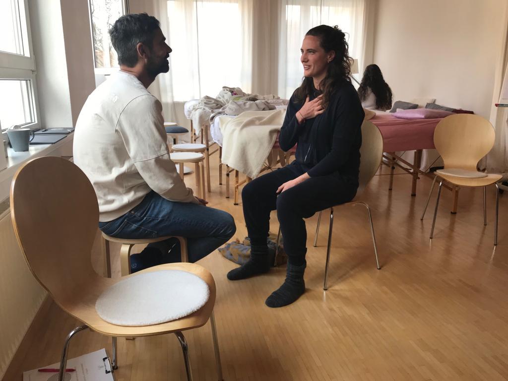 Ausbildung Craniosacrale Therapie Stuttgart Übung Nähe
